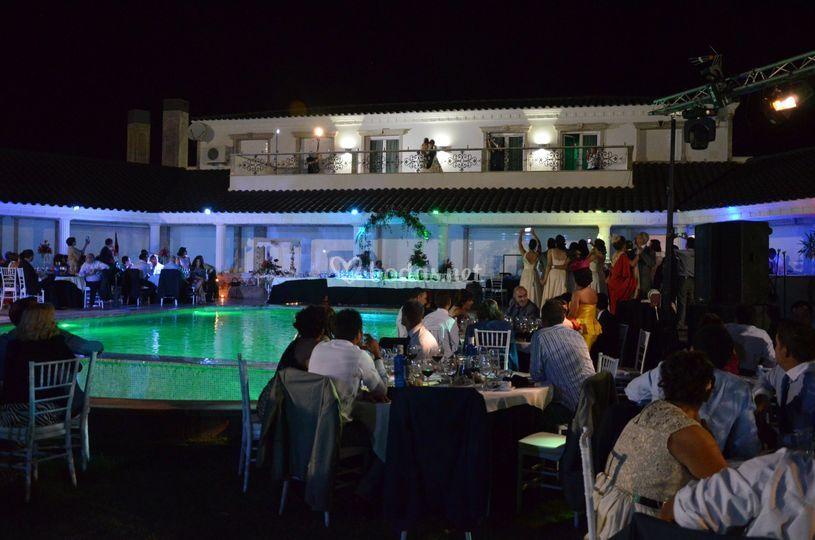Iluminación nocturna del banquete