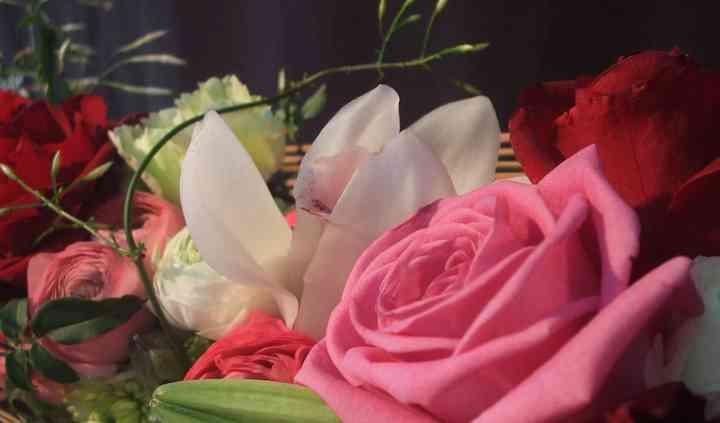 Centre amb roses i mikado
