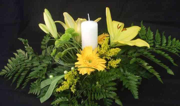 Centre espelma, liliums i gerberes