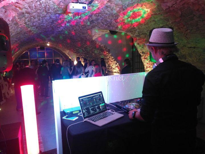 Baile de boda en la cueva