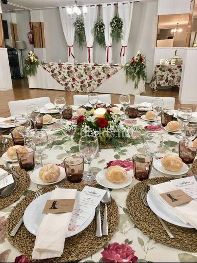 Mesas y decoración salón
