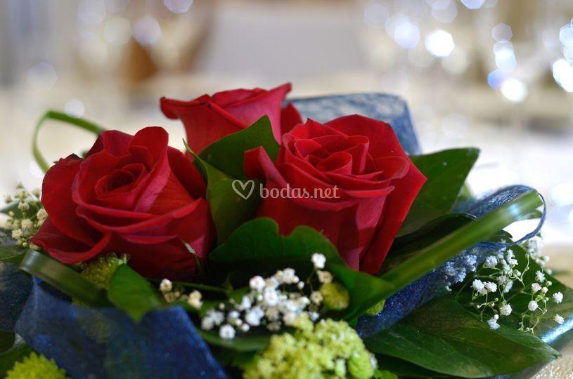 Centro flores rojas