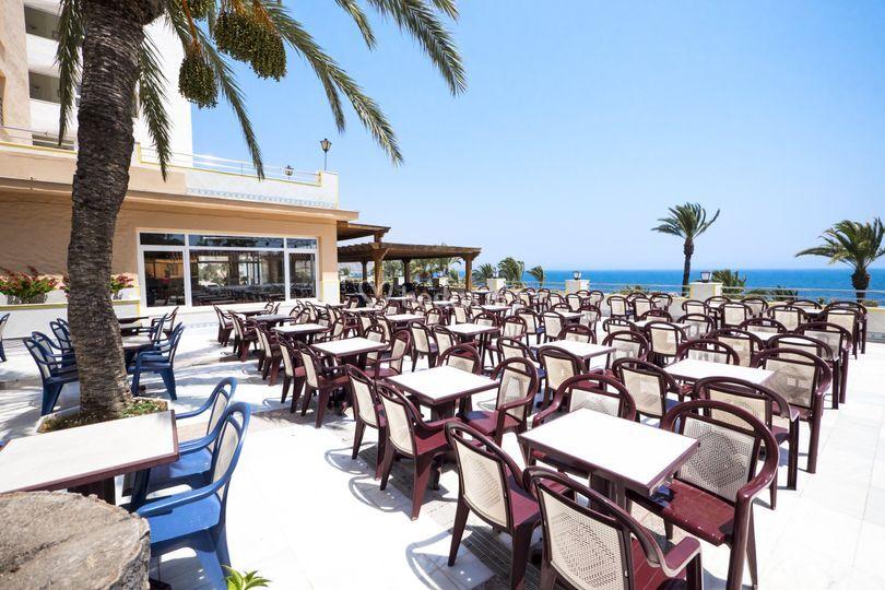 Terraza bar salón vista mar