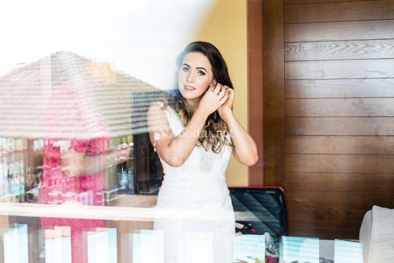 La novia vistiendose