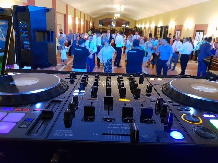 Deejay para bodas con bailes