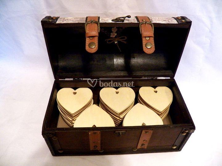Caja con corazones para escribir