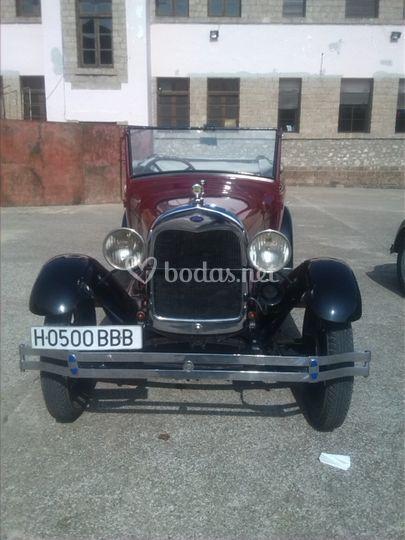 Ford A de 1928 por delante