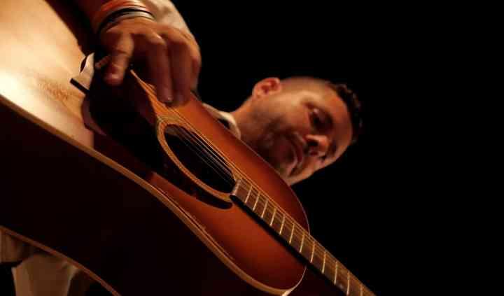 Guitarra acústica y armónicas