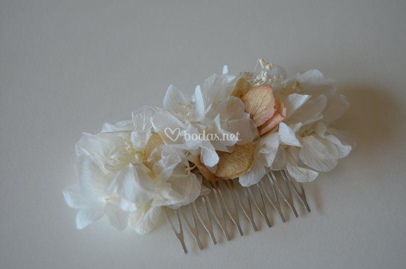 Tocado de novia de flor preservada