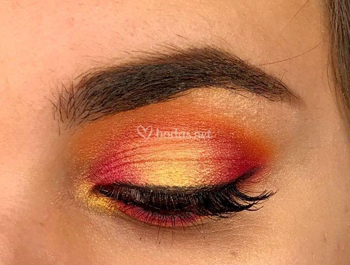Maquillaje con sombras naranjas
