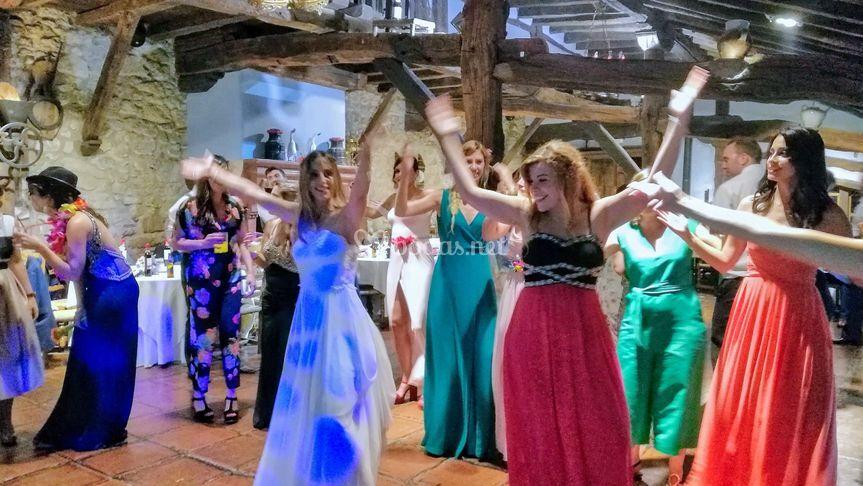 Coreografía de novia y amigas