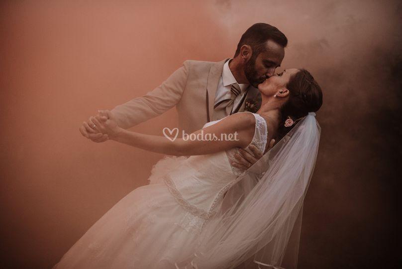 Entre el humo, surgió el amor