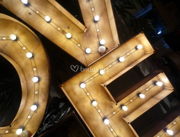 Letras love madera-luces 1, 50