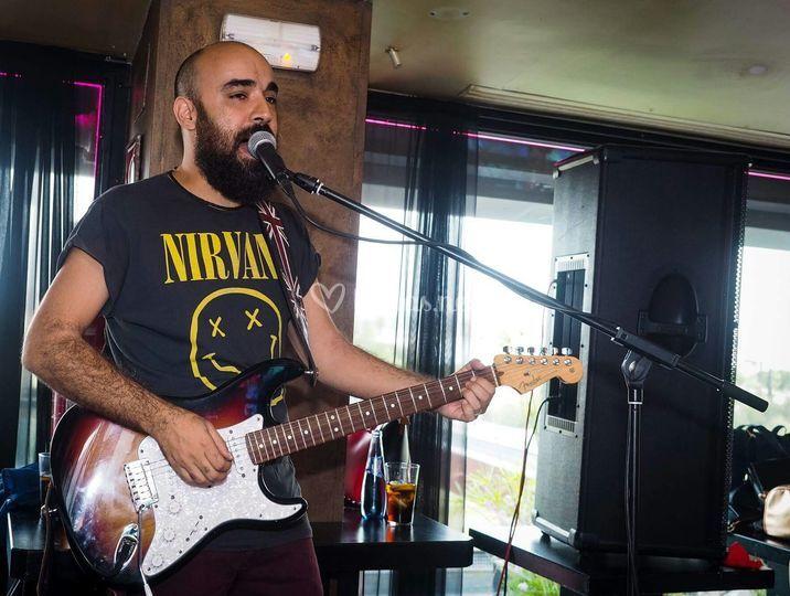 Fer, guitarra y voz