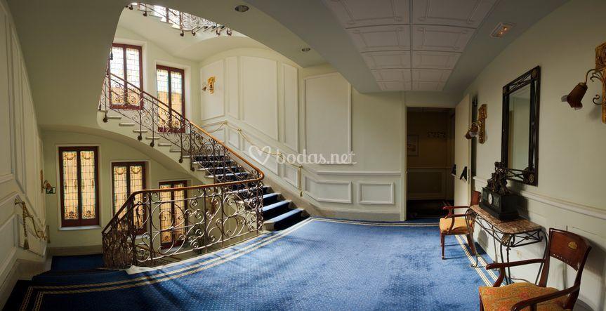 Detalle de la escalera hotel