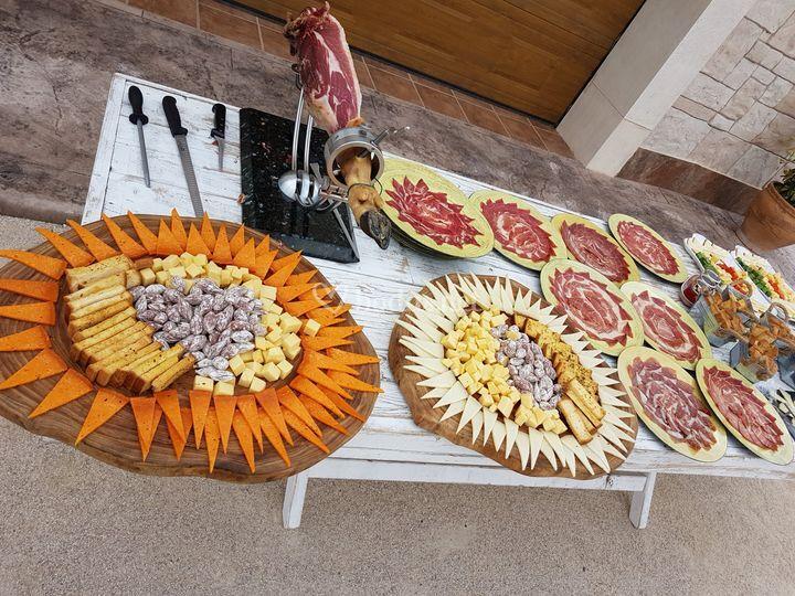 Corte emplatado y quesos