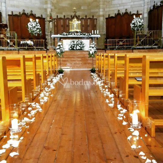 Decoración pasillo y altar