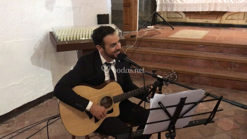 Cantando en iglesia