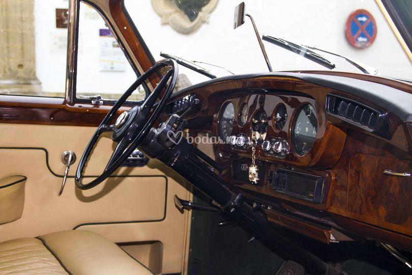 Interior coche de boda