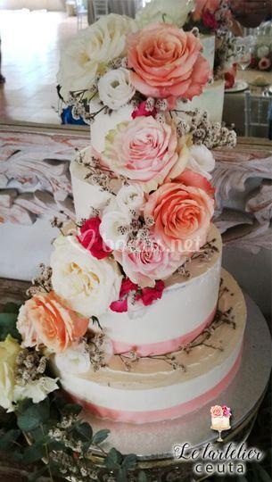 Tarta de boda flores naturales
