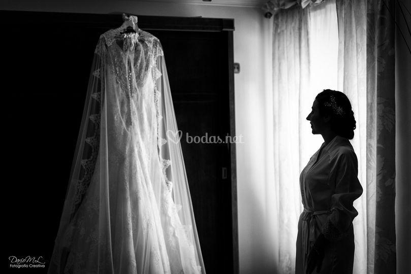 Inma admirando el vestido