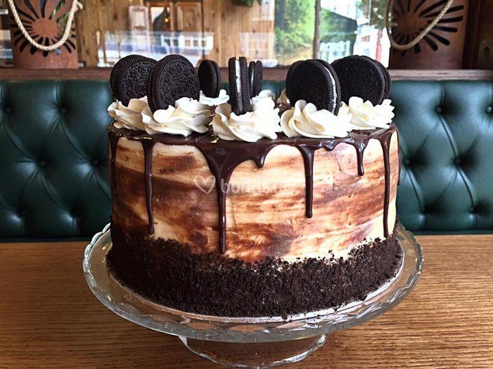 Tarta de cheesecake de Oreo y bizcocho de chocolate