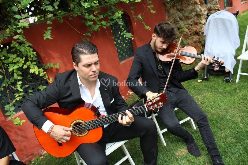 Dúo de guitarra y violín