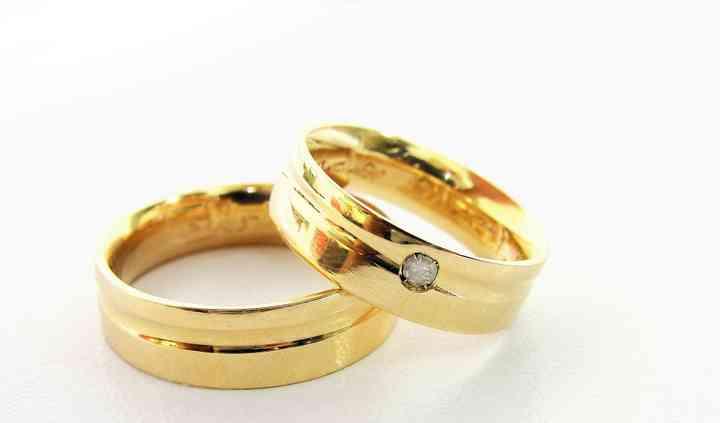 Alianzas de oro y diamante