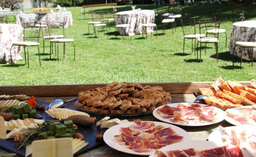 Mesa de quesos y jamón