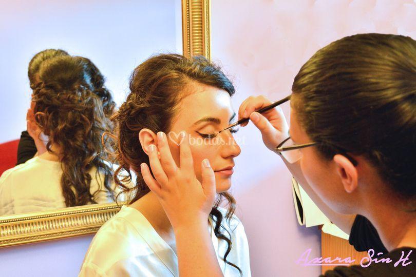 Maquillando a domicilio