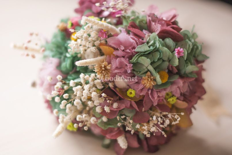 Ramillete de flores preservadas