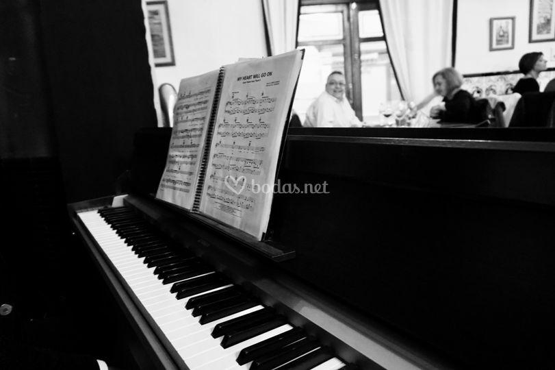 Cena maridaje con música