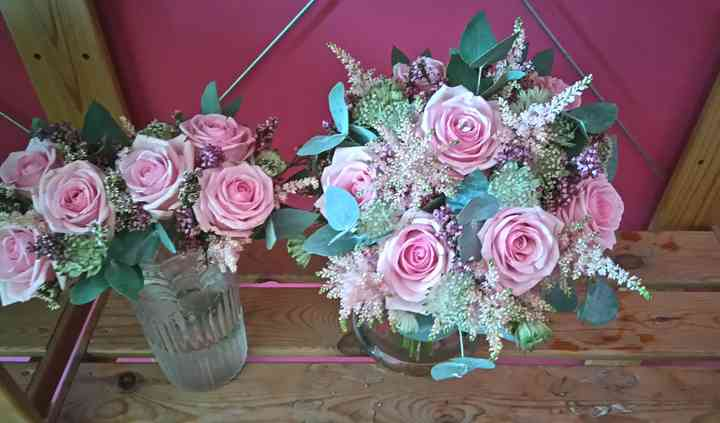 Bouquet rosas y astilbe