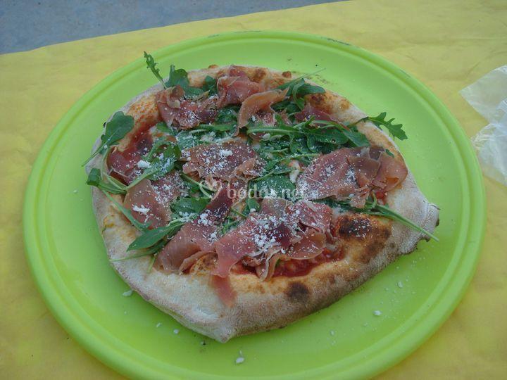 Pizza jamón serrano y rúcula