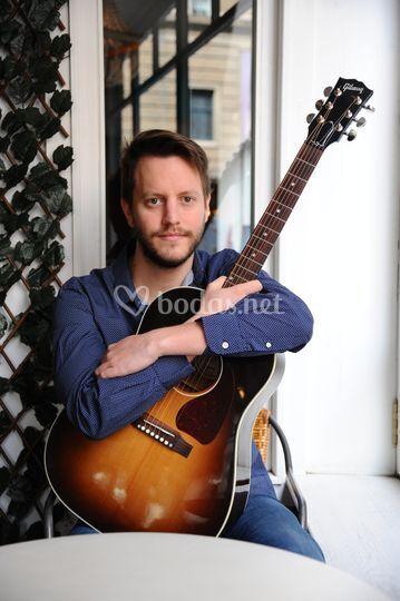 Antonio Solán - Guitarra y piano