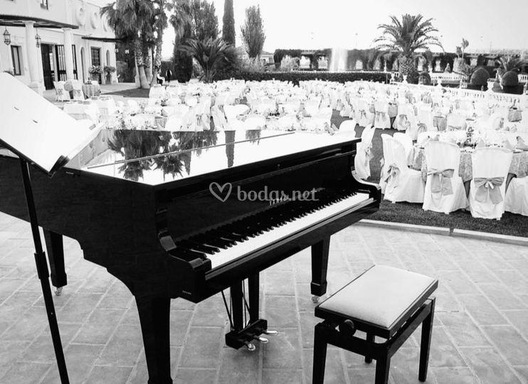 Detalle del piano de cola en boda