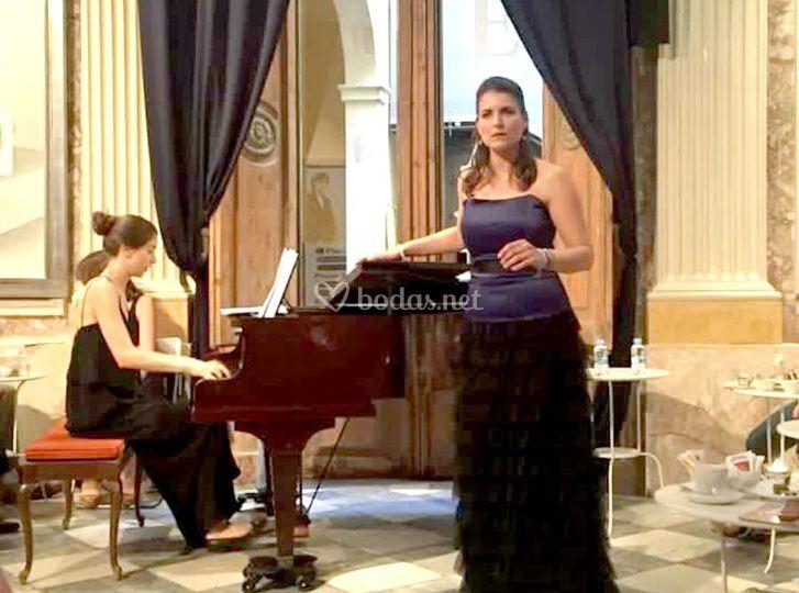 Soprano con pianista en evento