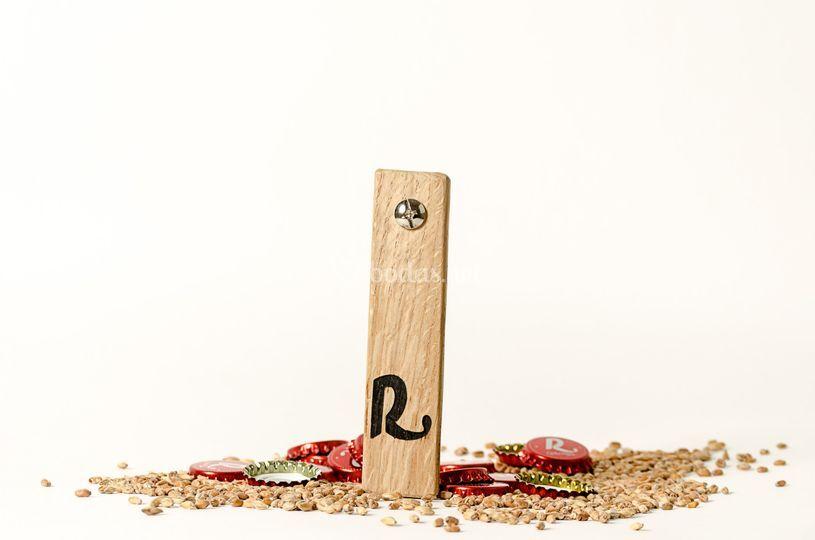 Abridor de madera hecho a mano
