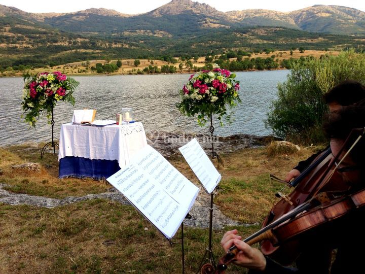 Ceremonia en el embalse