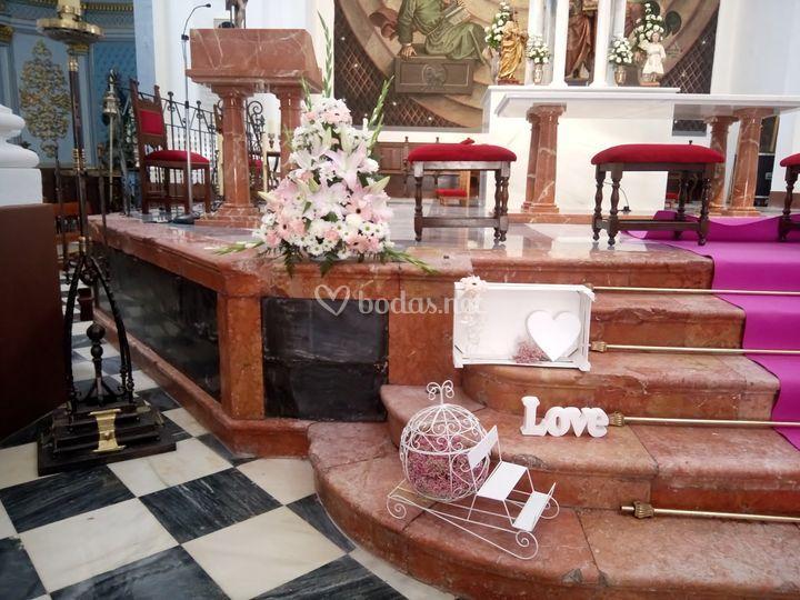 Iglesia con flor y decoración