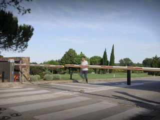 Vídeo proyectado en la entrada de los novios - Boda Torremirona Golf & Spa Resort