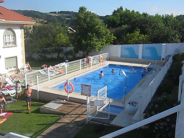 Im genes piscina del hotel hotel el carmen v deo for Follando en la piscina del hotel
