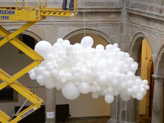 Montaje de nubes de globos en el Hotel Monumento San Francisco