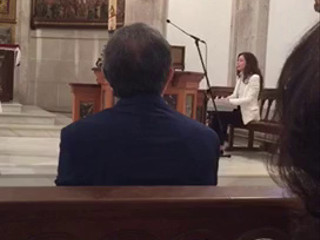Voz y piano en ceremonia religiosa