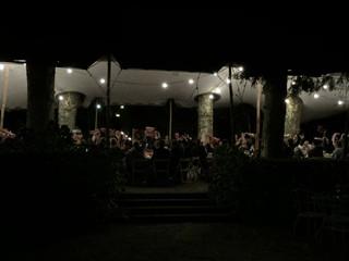 Vista nocturna del salón