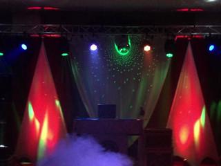 Montaje equipo de sonido e iluminación para boda