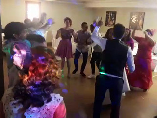 Brinkadeiras en una boda