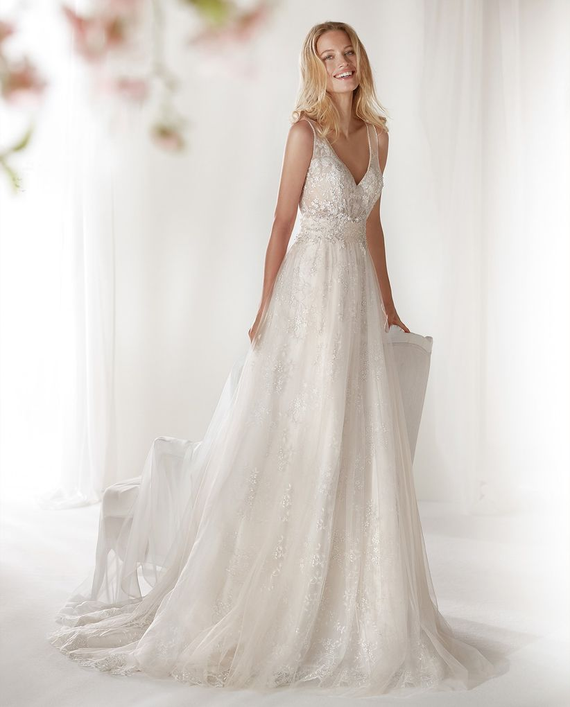 05e241a24 Qué vestidos son los que mejor sientan a las novias muy delgadas
