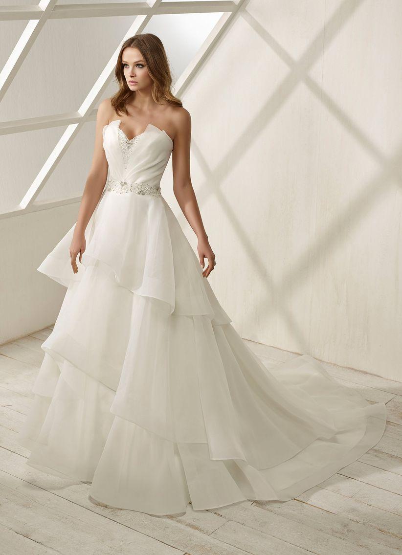 a08233cae 80 vestidos de novia con escote corazón que enamoran