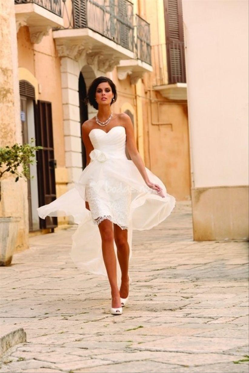 Vestidos de novias sencillos cortos con cola